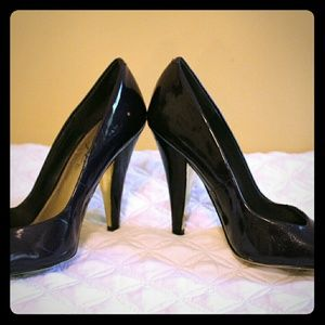 Fergie dark purple patent leather pump